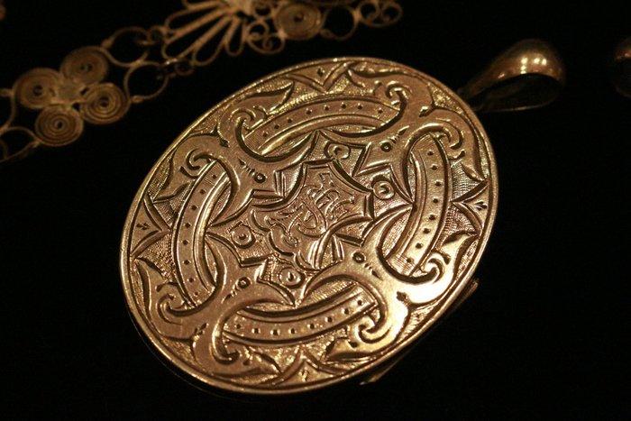 【家與收藏】稀有珍藏英國百年古董19世紀精緻優雅皇家家徽圖騰手工珠寶純銀浮雕大墜子3