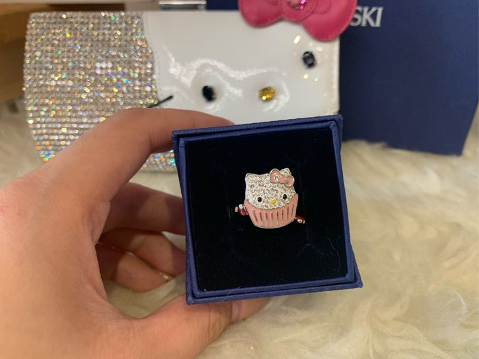 ※芯閣名牌精品店※ SWAROVSKI Hello Kitty 施華洛世奇 晶鑽 粉色凱蒂貓戒指  55號 全新 配件齊