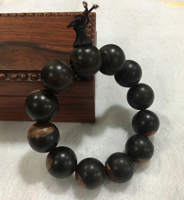珍奇翡翠珠寶首飾-正宗亞洲黑檀木。超重油。入水秒沉。大珠直徑20mm. 回饋買家只有一串。