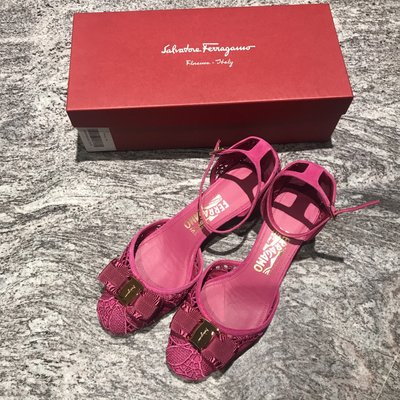 Salvatore Ferragamo桃紅色布面鏽花鏤空矮跟2.5cm淑女鞋(38.5/7.5號)~~全新己貼底