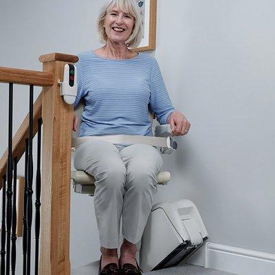伸縮樓梯座椅電梯成都重慶老人上樓爬樓機2層樓復式樓梯升降椅無障礙