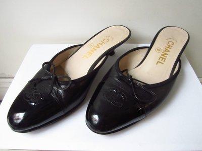 法國名牌【CHANEL】香奈兒 黑色牛皮+蝴蝶結+雙C LOGO 中跟涼鞋 女鞋 36號 跟高3公分 二手 保證正品/ 真品 現貨 台北市