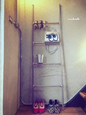 尼克卡樂斯~工業風金屬水管服飾飾品展示架—loft 毛巾架 浴巾架 浴室掛桿 服飾店衣架桿  雜誌架 飾品架 植物花架