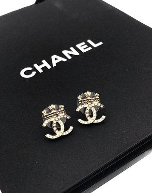 🎉新品抵台🎁 Chanel 香奈兒 AB6662 經典皇冠雙C 水鑽鑲飾穿式耳環    金色