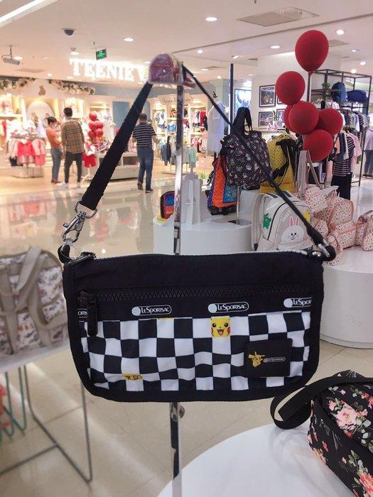 ♥ 小花日韓雜貨 ♥ --Lesportsac Classic Pouchette 郵差包 PIKACHU皮卡丘3454