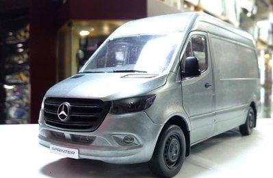 賓士精品 1/18。Mercedes Sprinter delivery van 20 1/18。原鐵版。原盒