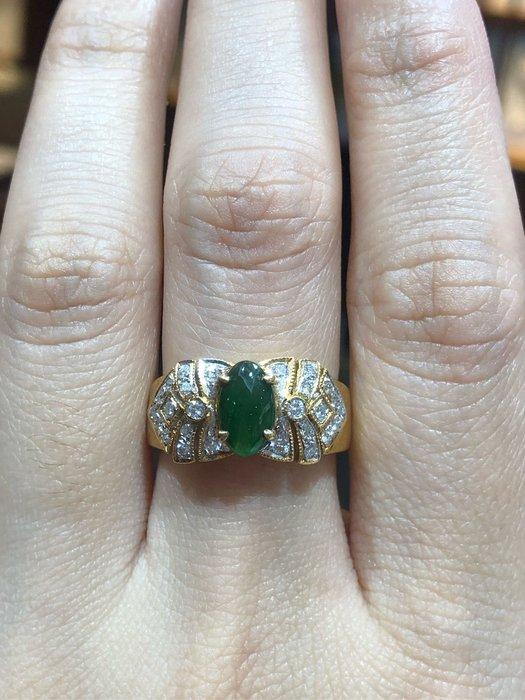 天然A貨放光冰種翡翠鑽石戒指,顏色翠綠,超放光款式,搭配豪華配鑽,現貨一個超值優惠價24680元
