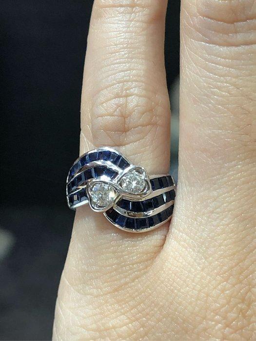 75分天然藍寶石鑽石戒指,寶石火光漂亮,配上30分鑽石白亮,獨特造型設計款式,超值優惠價19800,精選商品只有一個,可當霸氣尾戒也能中指無名指配戴