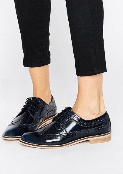 ◎美國代買◎ASOS巴洛克雕花裝飾鞋配搭配木跟鞋底海軍藍色雕花平底牛津鞋~歐美街風~大尺碼