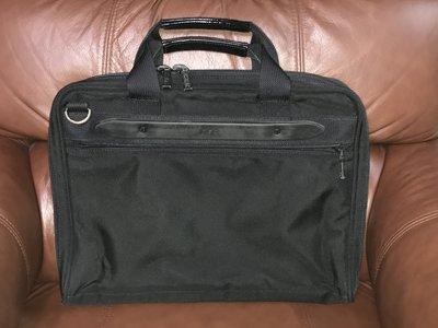 【李歐的二手皮件】9成新以上 T.B.G TUMI等級黑色彈道尼龍 公事包電腦包筆電包可側背帶可插在登機箱上 下標就賣