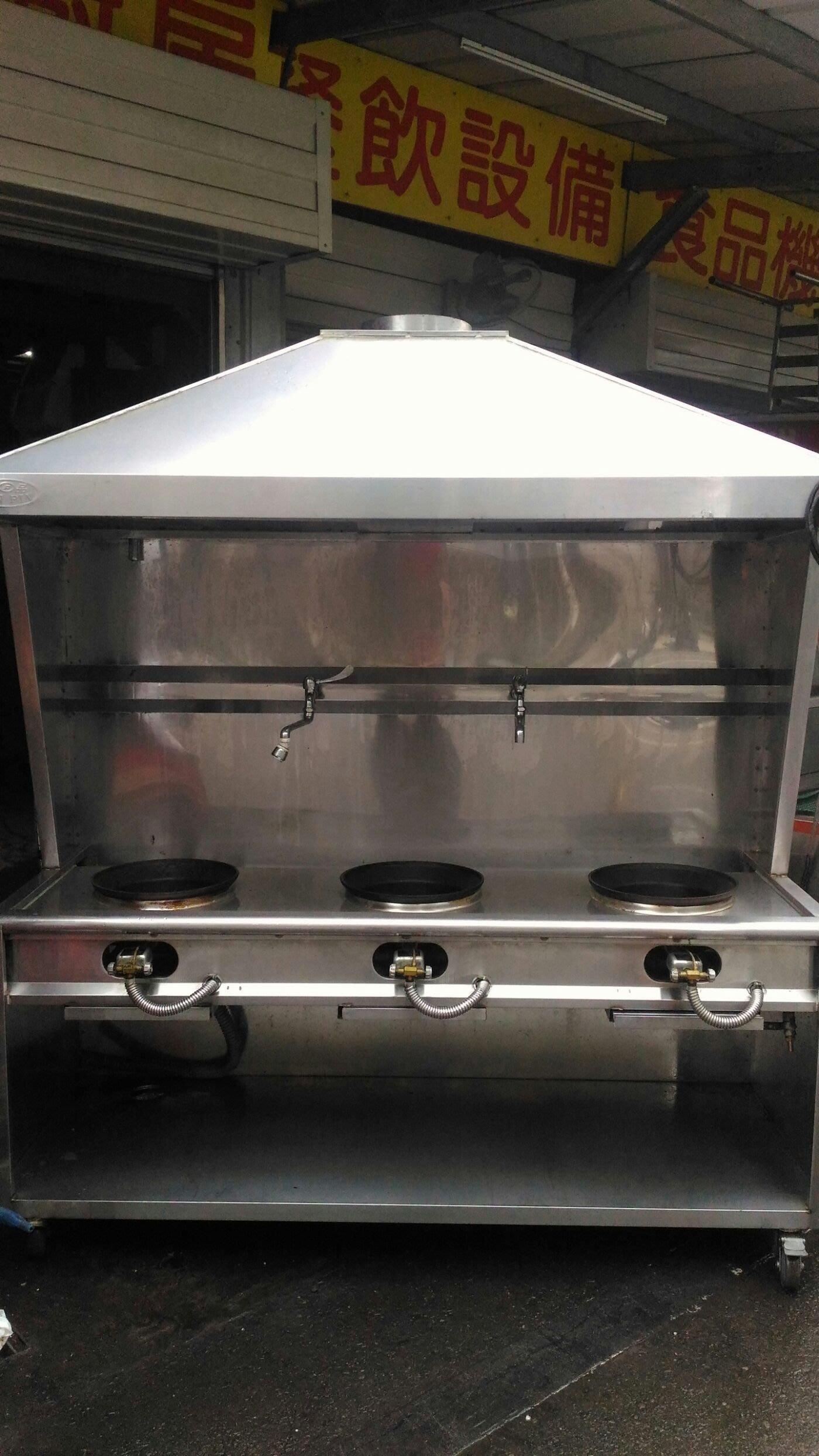 南門餐廚設備拍賣快炒店麵店小吃店專用二手銀品煙罩型雙斜板三口快速炒台