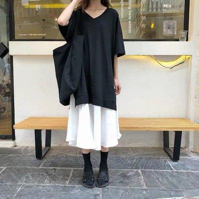 夏季。韓版。寬松。V領。黑色。短袖。連衣裙。下擺拼接。假兩件。中長款。