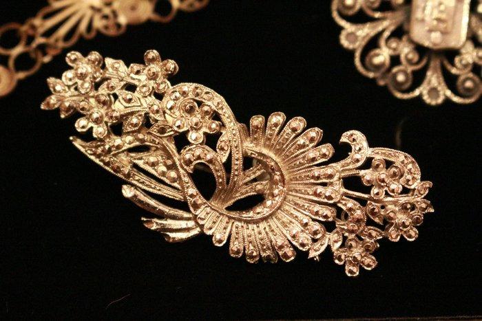 【家與收藏】特價極品珍藏法國百年古董精緻優雅仕女手工銀浮雕珠寶胸針