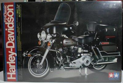 【統一】TAMIYA《黑色哈雷重機車Harley-Davidso FLH Clasic》1:6 # 16007【日本製】