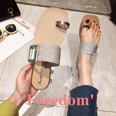 Freedom~女鞋涼拖鞋女2019新款時尚仙女風水鉆金屬方扣套趾舒適平底鞋防滑外穿