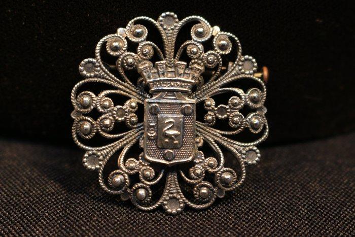 【家與收藏】特價稀有珍藏法國百年古董精緻優雅皇家家徽圖騰手工珠寶銀浮雕胸針