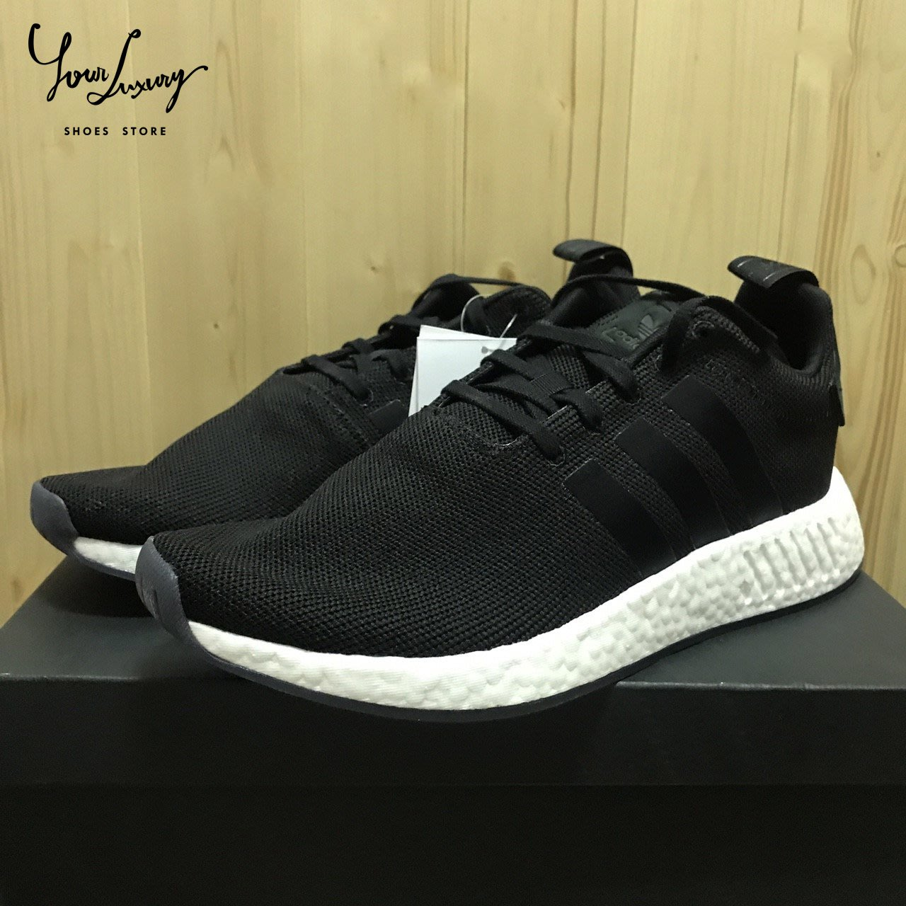 2ffc4e8e3b2b4 Luxury ADIDAS ORIGINALS NMD R2 黑白果凍底BOOST 麂皮皮標男鞋CQ2402 ...