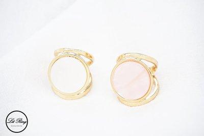 【Lit Ring】圓形珠光貝殼紋戒指│質感 幾何 金色 鑲嵌 圓形 寶石 圓圈 白色 粉紅色 戒指 飾品 首飾