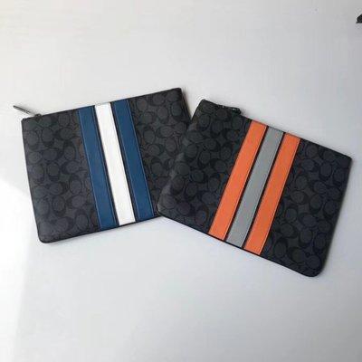 美國正品 琪琪代購 COACH 26071 新款PVC拼皮條紋男女通用防刮手拿包 可放iPad 時尚休閒 附代購憑證