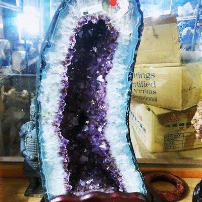 拼人氣.早期收藏.收藏級.能量最強.紫鈦晶洞.三A級店頭精品貨.烏拉圭瑪瑙邊.紫鈦晶洞左右逢源.雙胞胎.聚財聚氣.一對寶