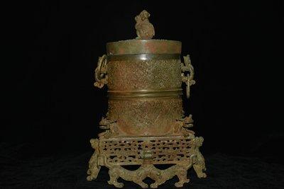 貴重品 西周時期 青銅器 靈獸 螭虎 遊環 透空 紋飾 古文字銘文 爐 鼎 尊 壺 皿