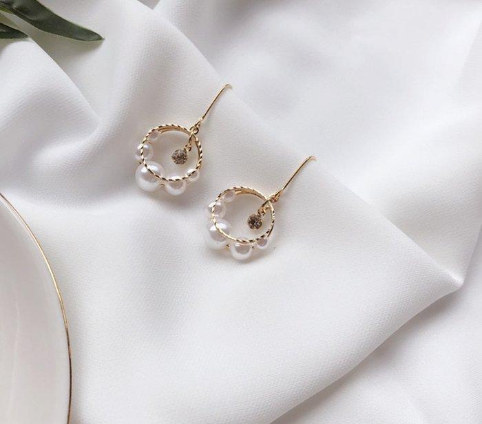 正韓飾品 韓國流行珍珠水鑽耳環 五顆珍珠搭配精緻水鑽 垂墜耳環 生日禮物