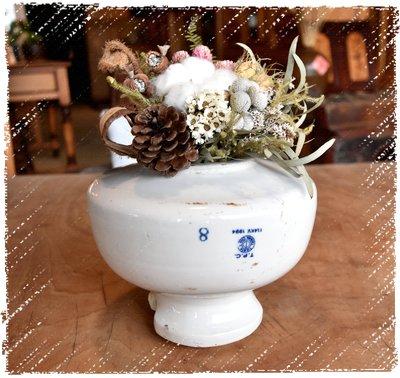 ^_^ 多 桑 台 灣 老 物 私 藏 ----- 圓潤白淨的台灣早期老陶瓷礙子