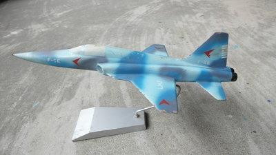 早期--眷村空軍鋁製戰機--飛機--戰鬥機--軍機---F5E----38.5X21.5公分
