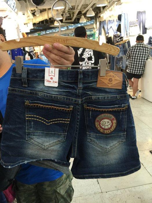 【江南小舖】正韓--定腰式線繡可愛鬼臉圖樣牛仔短褲***特價出清