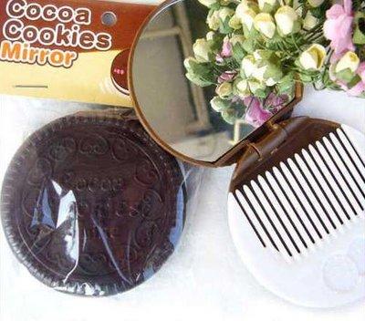 創意蒐藏家【J13070103】誘人巧克力夾心餅乾鏡 可折疊化妝鏡子 附梳子