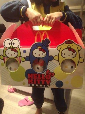 泰國2015年麥當勞hello kitty40週年限量版禮盒一組6隻特價$1500免運,只有一組,要買要快~~~