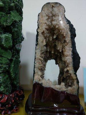 稀有鐘乳石水滴晶洞