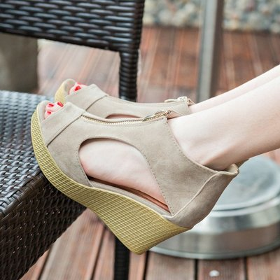 【超值】時裝涼鞋歐洲站春夏新款坡跟魚嘴涼鞋增高涼鞋高跟松糕鞋大碼女鞋直銷超便宜簡約