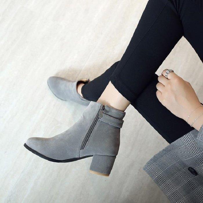 【星居客】精美女鞋大小碼女鞋  春季新款單靴磨砂圓頭粗跟中跟及裸靴側拉鏈40-43 45 46大碼女靴S932