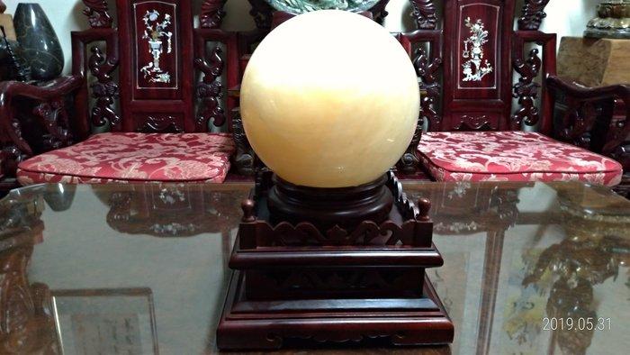 大顆黃水晶球/直徑23公分重量15公斤/底座2.4公斤高17公分寬27公分深27公分/全館商品滿5件或滿6000元免運費