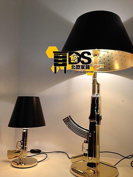 DS北歐家飾§ loft工業風格設計師復刻FLOS Gum Lamp創意造型衝鋒槍檯燈 小夜燈 ak47 生存遊戲