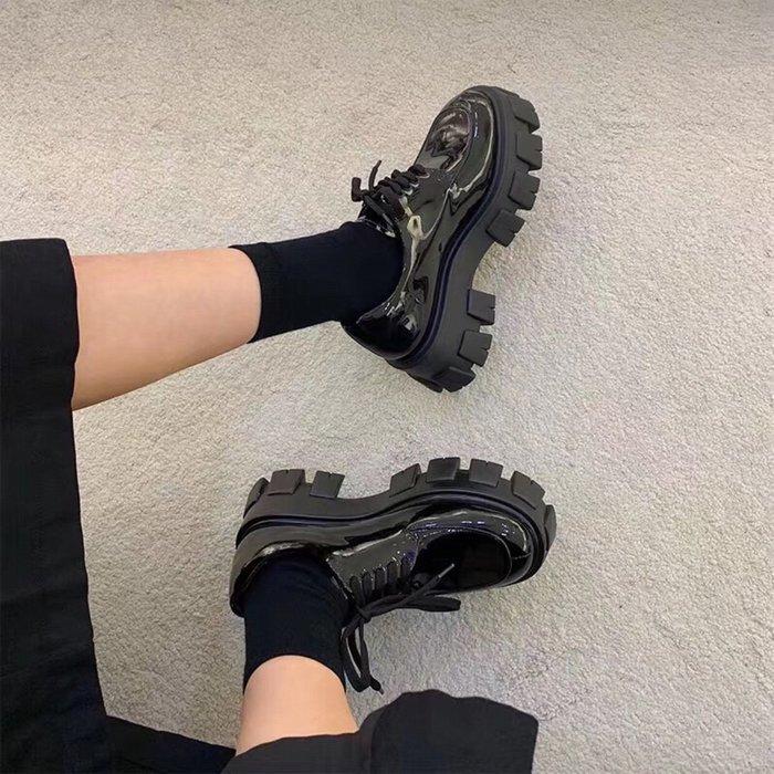 普拉P家小皮鞋 開邊朱黑色漆皮鬆糕厚底鞋 系帶休閑小皮鞋