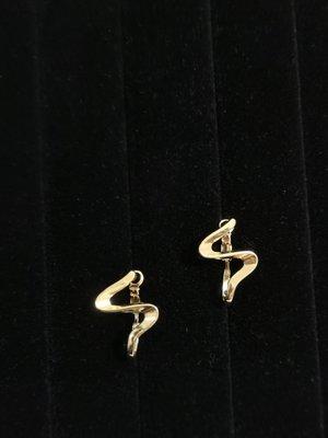 Mi 金色抽象不規則925銀針耳環/現貨