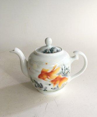 中南海西花廳 陶瓷研究所 一九六六年出品 魚紋壺