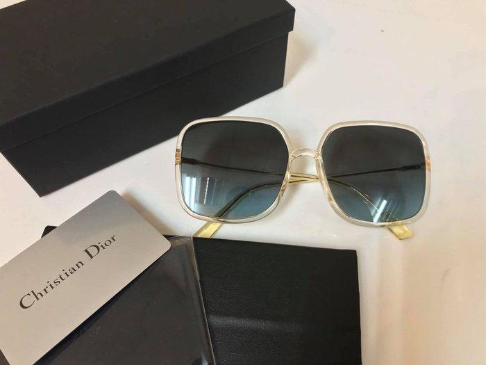 安安精品保證正品~現貨明星款DIOR太陽眼鏡 墨鏡 高雅大方框款/透色框藍灰漸層鏡片 #SOSTELLAIRE1