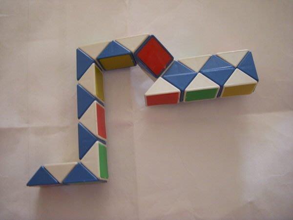 小猴子玩具鋪~全新腦力激盪-迷你蛇方塊-立體魔術方塊(魯比克)約22cm(1套12個)不挑款~80元/套