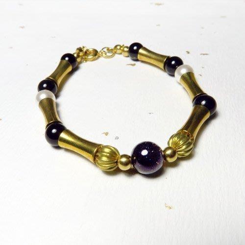 古典金牛 12星座::golden -天然石 / 藍金砂石 / 黑瑪瑙 / 施華洛世奇水晶珍珠 / 黃銅 / 手鍊 手環