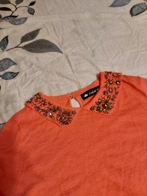 Tsabelle Wan 粉橘色小領縫珠針織短袖毛衣