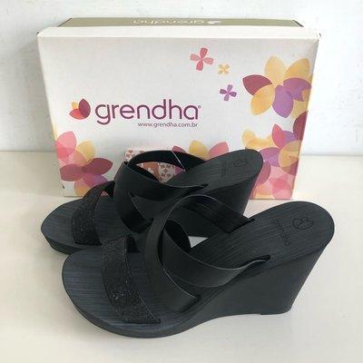 《現貨》Grendha 女生 拖鞋 巴西尺寸35,36,37(低調奢華交叉帶 厚底楔型涼鞋-炫彩黑)