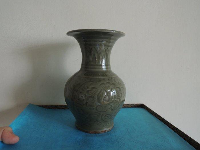 【和喜堂】耀州刻花瓶
