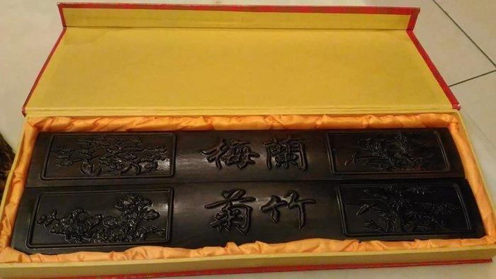 早期酸枝木雕紙鎮乙對(梅蘭竹菊).特價免議