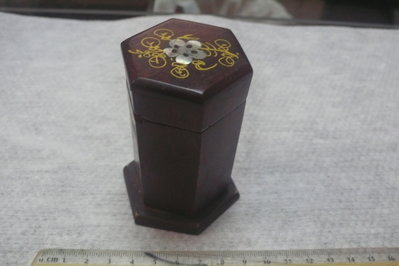 藍色小館30----------早期黃花梨木盒{貝殼}