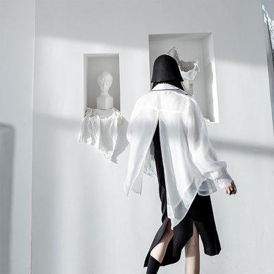 【鈷藍家】暗黑哲學原創BF男友風不規則白襯衫女高街設計感開衩早秋款玻璃紗上衣cs