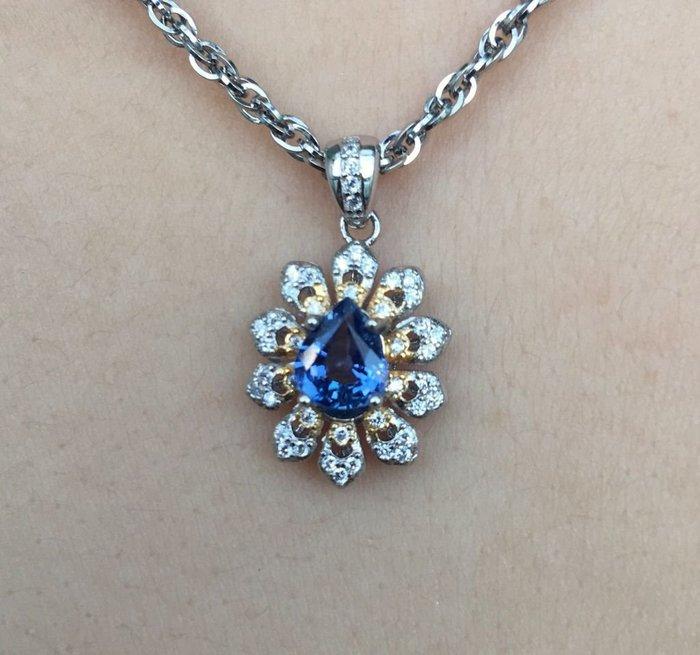 珍奇翡翠珠寶首飾-天然無燒藍寶石1.12克拉,少見紫羅蘭美色,水滴切割。乾淨美豔,火光強閃,搭配銀k金雙色墜檯,附台大證書