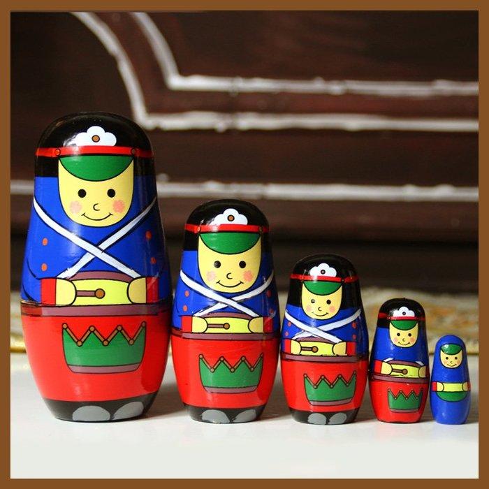 套件 套娃 俄羅斯士兵套娃五層男孩創意禮物生日禮物站立打鼓士兵彩繪手工椴木工藝品 JYUN'S預購
